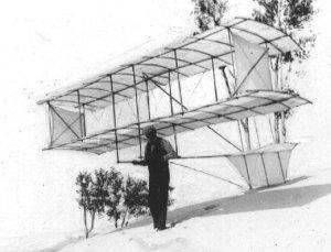 Chanute和他的滑翔机在密歇根湖。