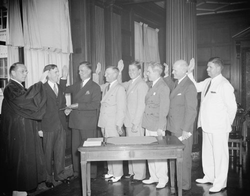 Members of new Civil Aeronautics Authority take Oath of Office. Washington, D.C., August 8, 1938. Members of the newly created Civil Aeronautics Authority were administered the Oath of Office enmasse today by Associate Justice Harold M. Stephens of the Supreme Court.